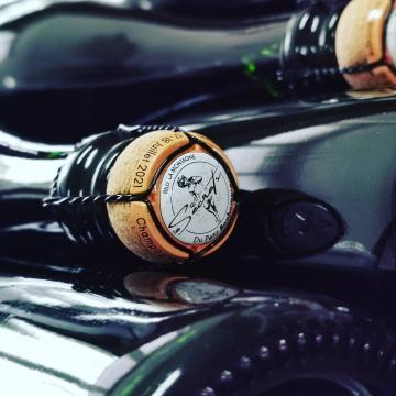 Un évènement se prépare à Rilly la Montagne... Quelques 28 vignerons ouvrent leurs portes et leurs caves tout le week-end.  Réservez votre pass 👉www.secretsdupetitbonhomme.com  Et venez nous rencontrer !  @lessecretsdupetitbonhomme #champagnedelaunoischanez #rillylamontagne #champagne #vigneronsindependants #champagnedevignerons #hve #recoltantmanipulant #montagnedereims #champagnelover #tourismechampagne #reims #epernay